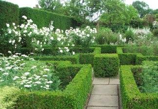 sissinghurst-white-garden